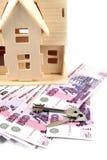 Huis, geld en sleutel Stock Afbeeldingen
