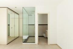 Huis grote kleedkamer stock foto beeld 39911982 - Moderne slaapkamer met kleedkamer ...