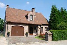 Huis in grote stadssuburbia Royalty-vrije Stock Foto