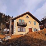 Huis in Italië, Alpen stock afbeelding