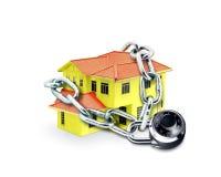 Huis in Ketting en Combinatieslot Stock Foto's