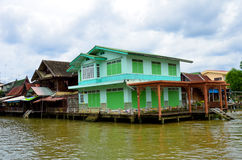 Huis, kleurrijke waterkant, Royalty-vrije Stock Foto's