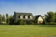 Huis in Land Royalty-vrije Stock Afbeeldingen