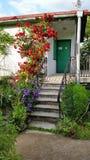 Huis met bloemen Stock Fotografie