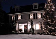 Huis met de lichten van Kerstmis Stock Afbeelding