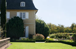 Huis met een tuin stock foto