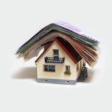 Huis met Euro bankbiljetten Royalty-vrije Stock Afbeeldingen