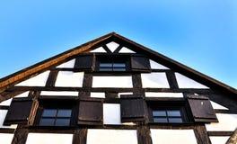 Huis met hellend dak Royalty-vrije Stock Foto's