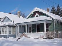 Huis met ijskegels Royalty-vrije Stock Foto's