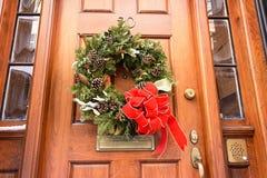 Huis met Kerstmiskroon op voordeur op Beacon Hill-Gebied stock afbeeldingen