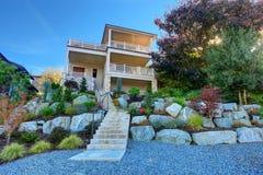 Huis met mooi terraslandschap Royalty-vrije Stock Afbeeldingen
