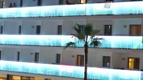 Huis met multi-colored balkons Spanje stock video