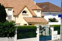 Huis met Nieuw Dak royalty-vrije stock afbeeldingen
