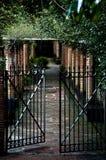 Huis met poorten Stock Foto's