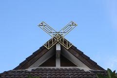 Huis met puntgevel in Thailand royalty-vrije stock afbeelding