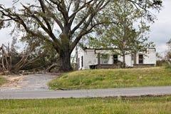 Huis met tornadoschade Royalty-vrije Stock Foto's