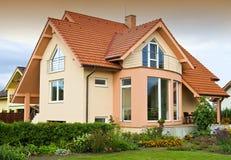 Huis met tuin Royalty-vrije Stock Afbeelding