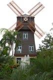 Huis met windturbine Stock Fotografie
