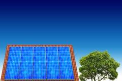 Huis met zonne-energie om geld te maken Stock Foto's