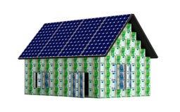 Huis met zonnepanelen Stock Foto