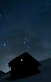 Huis onder de sterren Stock Afbeelding