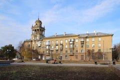 Huis op Chapaev-straat, Magnitogorsk-stad, Rusland stock afbeeldingen