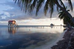 Huis op de Oceaan Royalty-vrije Stock Afbeeldingen