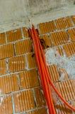 Huis op het installeren van elektriciteit in aanbouw wordt voorbereid die Royalty-vrije Stock Foto's
