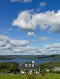 Huis op het meer Royalty-vrije Stock Foto