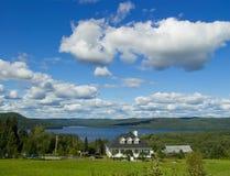 Huis op het meer Royalty-vrije Stock Afbeelding