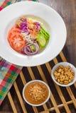 Huis organische salade met pindasaus Royalty-vrije Stock Foto's