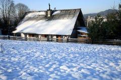 Huis in Rabka, Polen door de winter Royalty-vrije Stock Afbeelding