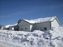 Huis in sneeuw Stock Foto's