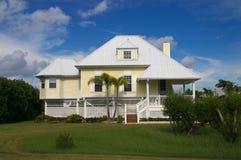 Huis in tropisch paradijs Stock Afbeeldingen