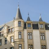 Huis van Afgevaardigden die historisch centrum van de stad van Luxemburg inbouwen Stock Foto's