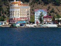 Huis van de de steenbaksteen van de foto's het eigentijdse architectuur woon op de kust van meer Baikal in Rusland Royalty-vrije Stock Fotografie