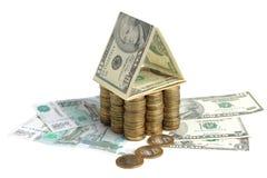 Huis van geld op de bankbiljetten Royalty-vrije Stock Afbeeldingen