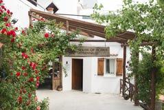 Huis van rozen in het dorp royalty-vrije stock fotografie