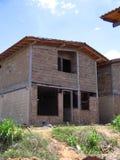 Huis van twee niveaus in proces van bouw Stock Afbeelding