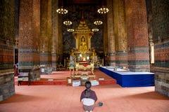 Huis van verering voor Boeddhisme te bidden Stock Afbeeldingen