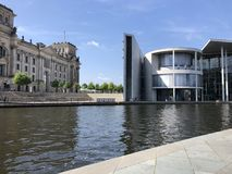 Huis van vertegenwoordigers van Duitse Bundestag en Reichstags buildingin Berlijn stock foto