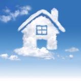 Huis van wolken in de blauwe hemel Royalty-vrije Stock Foto's
