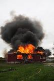 Huis in vlam Stock Afbeeldingen