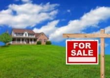 Huis voor verkoop   Stock Foto's