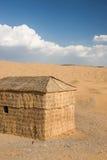Huis in woestijn Stock Foto