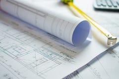 Huisblauwdruk op het bureau van de architect stock fotografie