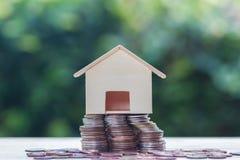 Huislening, hypotheken, schuld, besparingengeld voor huis die concep kopen stock fotografie