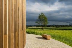 Huismuur van hout wordt gemaakt dat Stock Afbeeldingen
