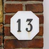 Huisnummer dertien 13 stock foto
