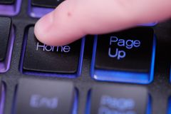 Huissleutel op toetsenbord Stock Fotografie